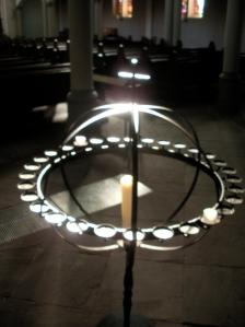 """Sternenblick und Gedenken im Liturgischen Abend """"Sonne, Mond und Sterne"""" in der Zwölf-Apostel-Kirche"""