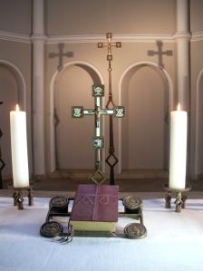 Altarkreuz der ev. Zwölf-Apostel-Kirche zu Berlin-Schöneberg, Heimatkirche der Rogate-Initiative